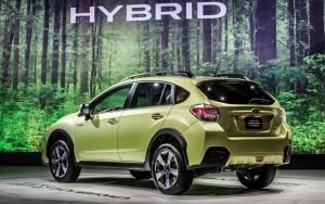 2015-Subaru-XV-hybrid-rear-view